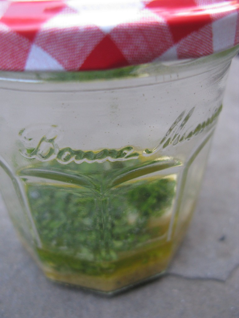 salad-dressing-in-a-jam-jar
